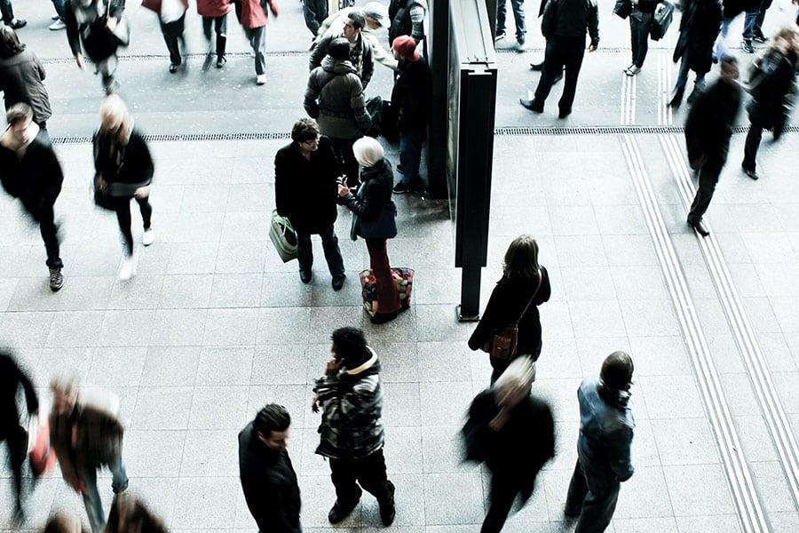 People in movement in a metropolitan setting